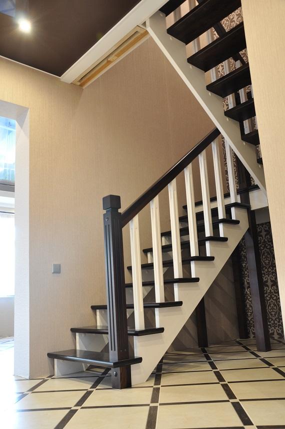 Изготовление и установка деревянных лестниц в России