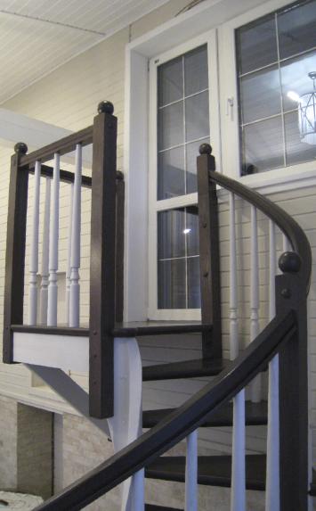 Винтовая лестница из дерева в дом СПб