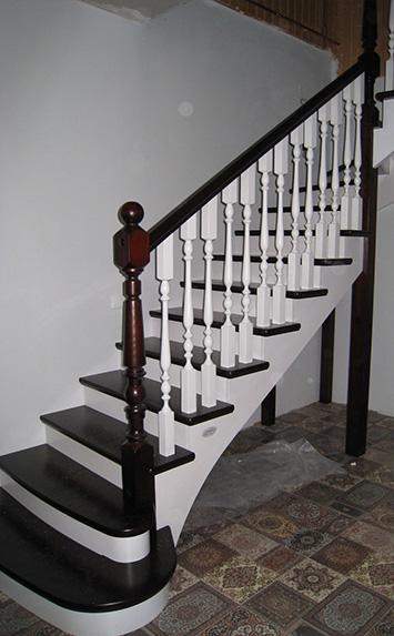 Сосновая лестница на дачу