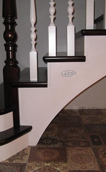 Лестница из сосны на дачу