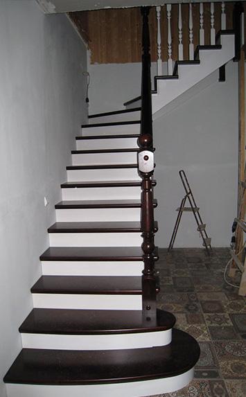 Купить деревянную лестницу на дачу