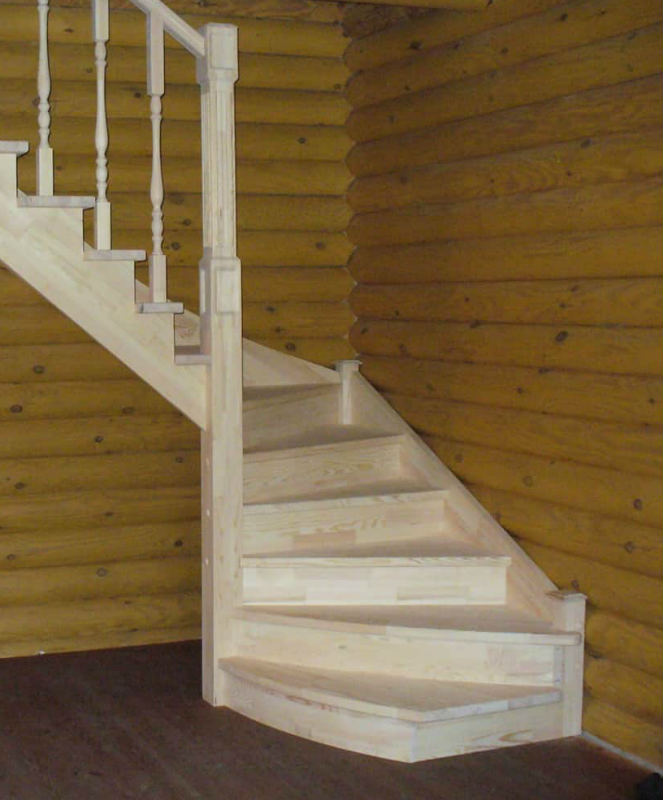 Деревянная лестница на дачу, заказ дачной лестницы