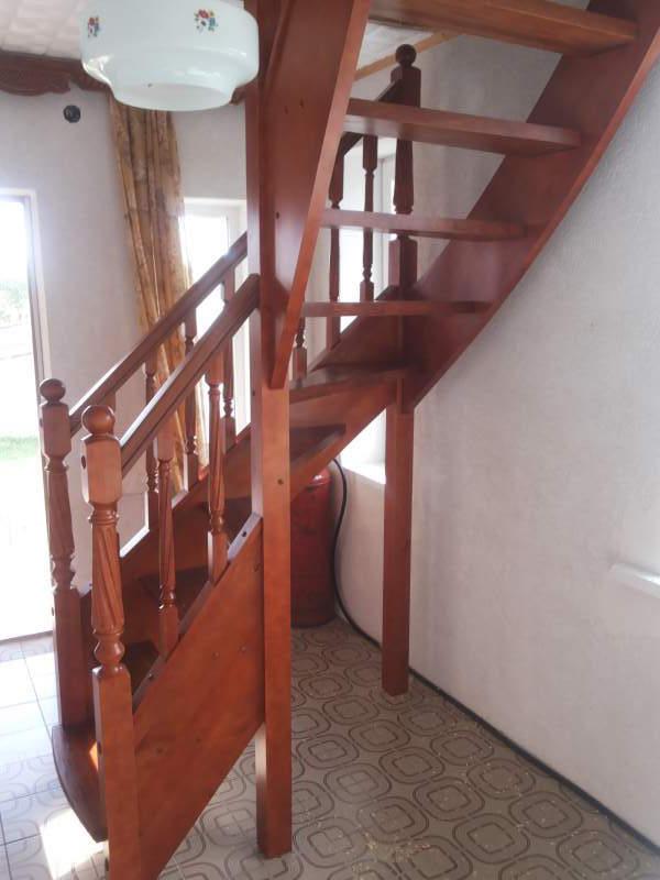 лестница из сосны в доме