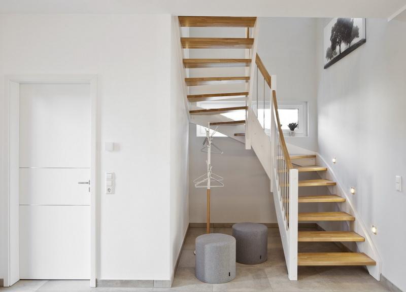 Готовим дом к установке деревянной лестницы