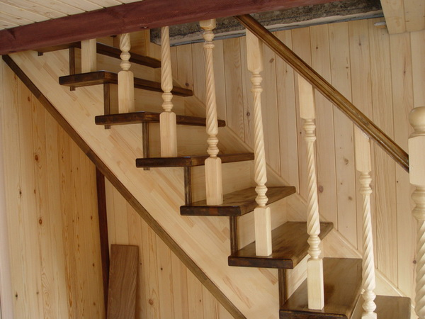 Лестница для дома: какой материал выбрать?