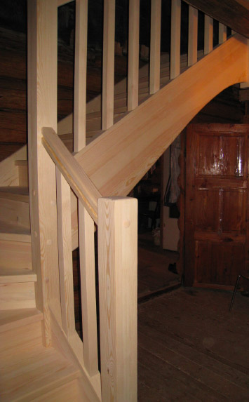 Деревянная лестница из дерева на второй этаж дома - lascalagrande.ru