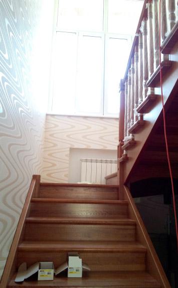 Фаниполь, деревянная лестница на второй этаж дома - lascalagrande.ru