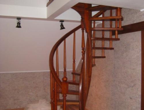 Винтовая лестница в д. Узигонты Ленинградской области